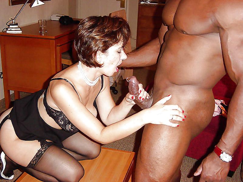 Похотливые зрелые дамы трахнулись с черными мужьями