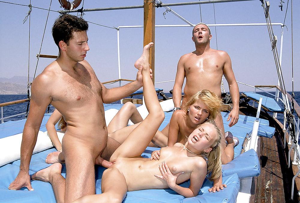 Смотреть Порно Групповуха На Пляже