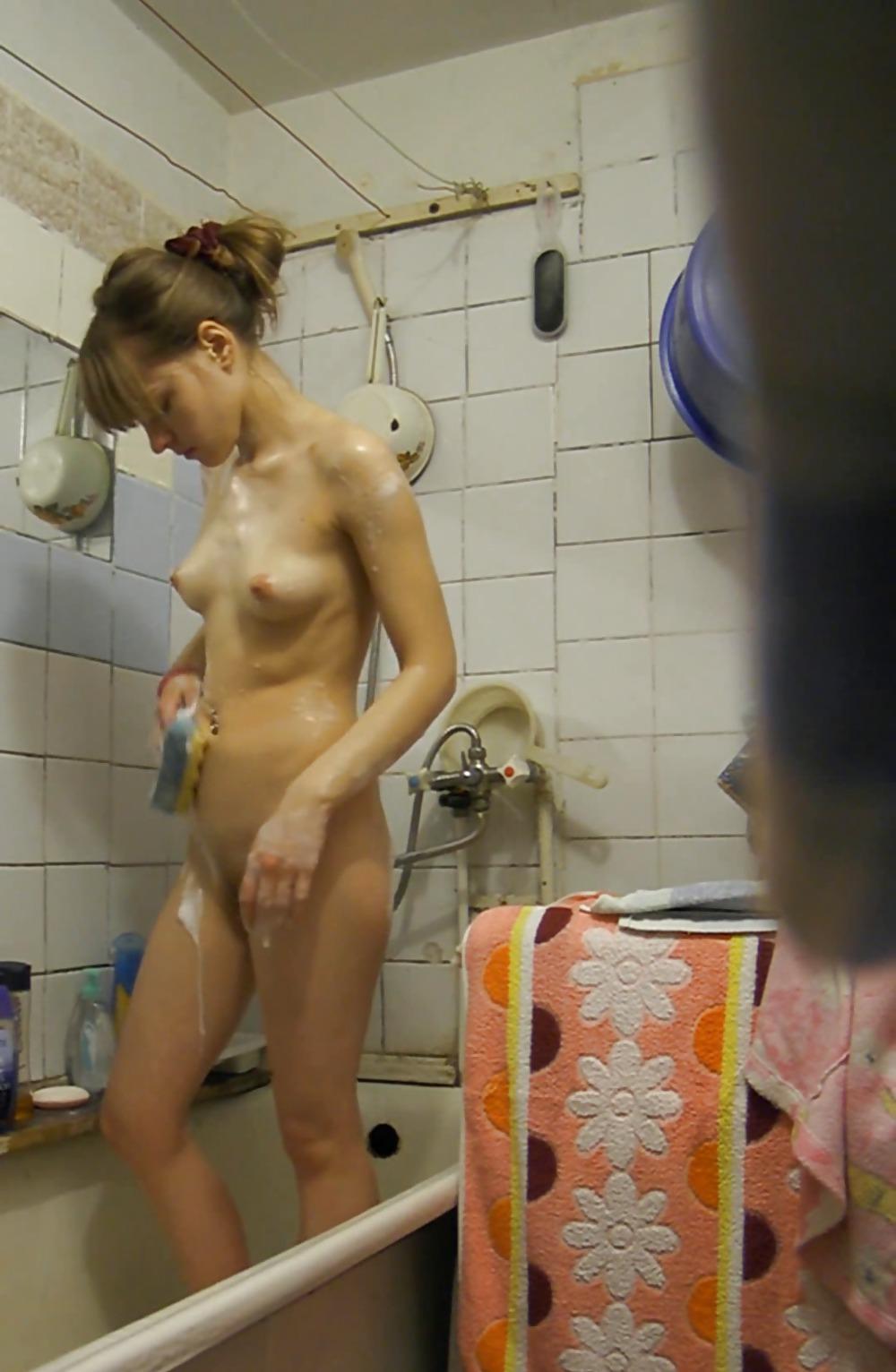 Порно Видео Скрытая Камера В Ванной Комнате