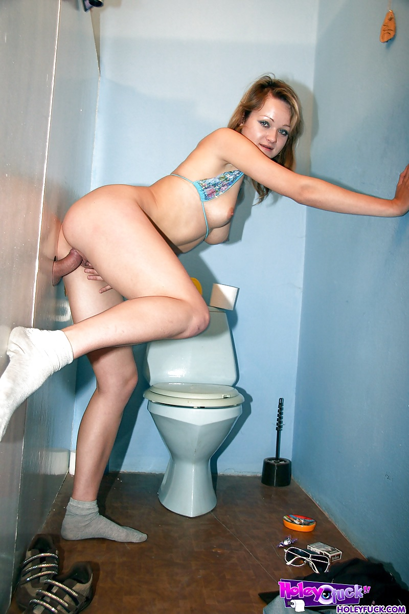 Фото Обнаженной Девушки В Туалете