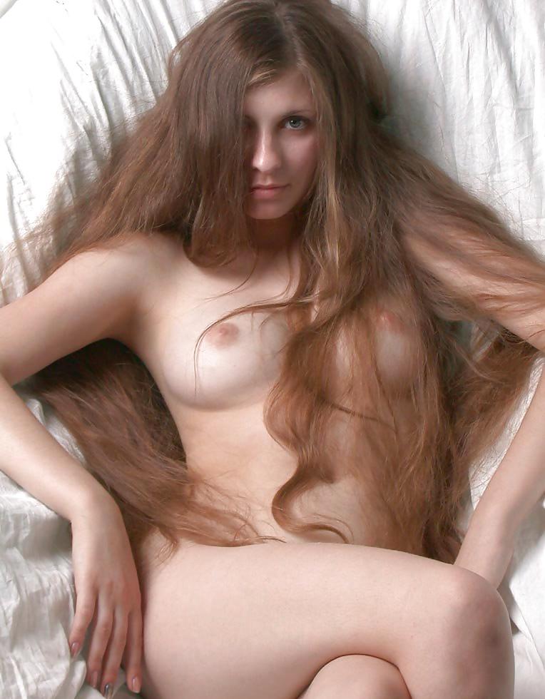 Обнаженная Девушка С Волосами
