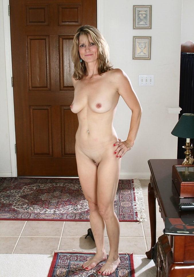 Housewife Posing Nude