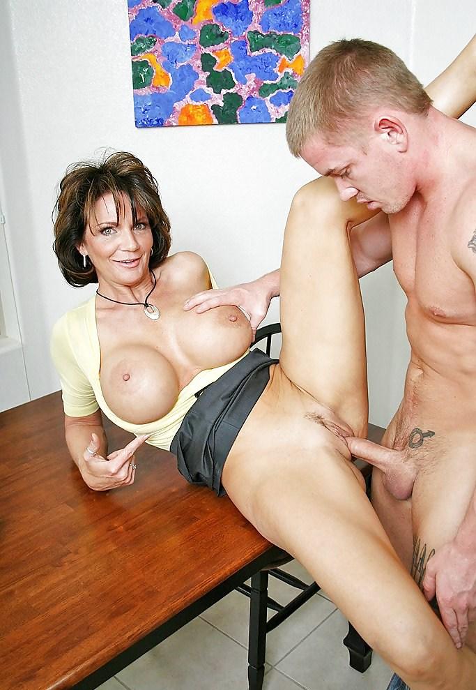 Категории Порно Mom