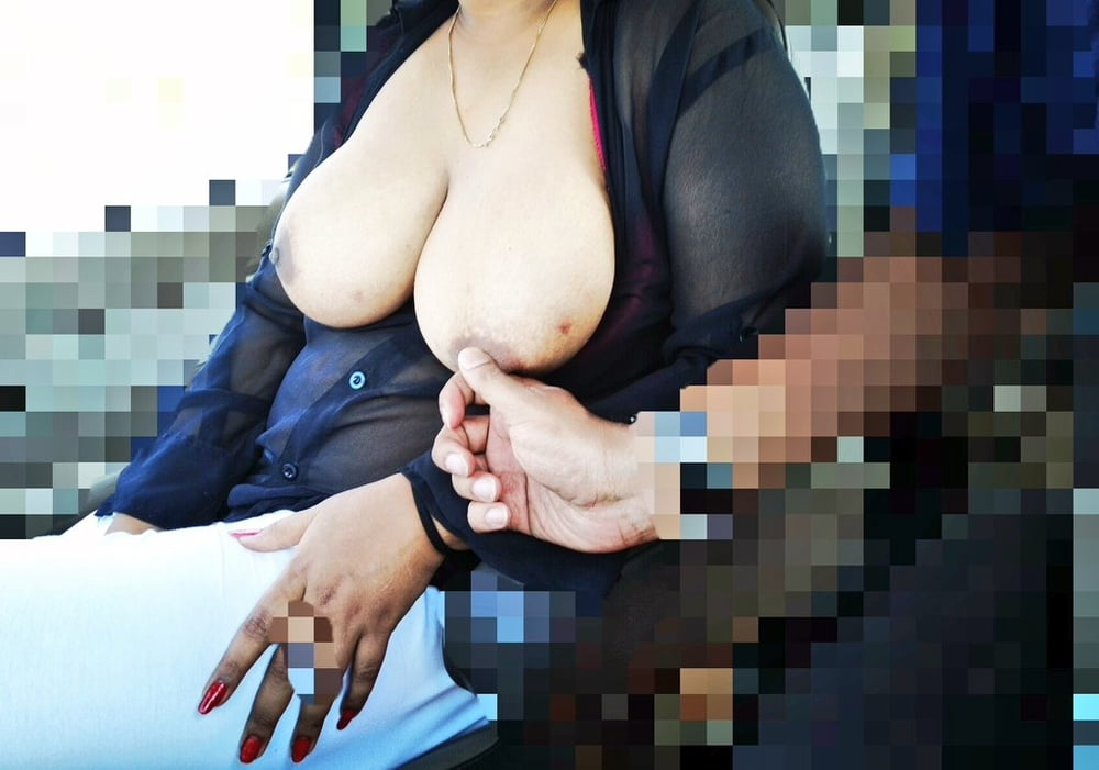 Flash boobs Woman flashes