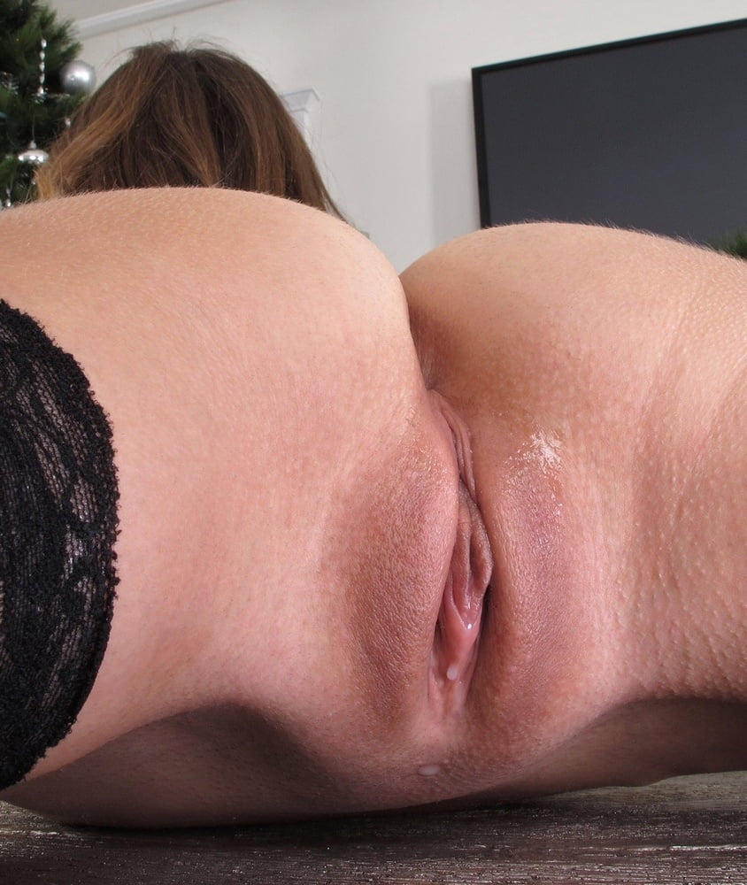 Hunters Stubbly Pussy Gets Ready To Cum