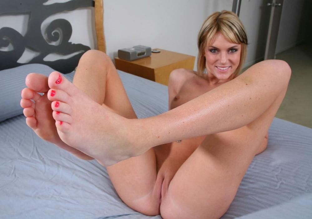 Sexy girl feet fuck