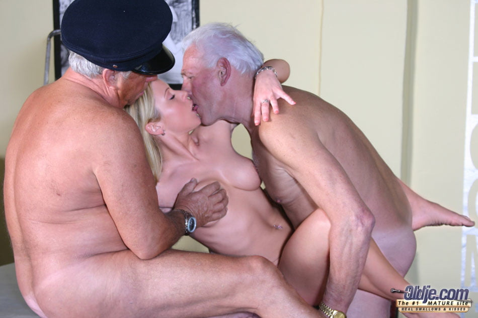 peg-yang-and-old-clitris-naked