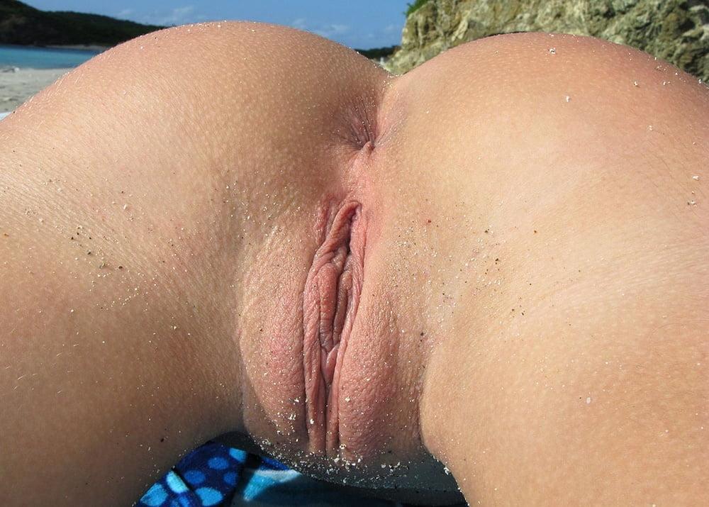 Фото бритой манды на пляже