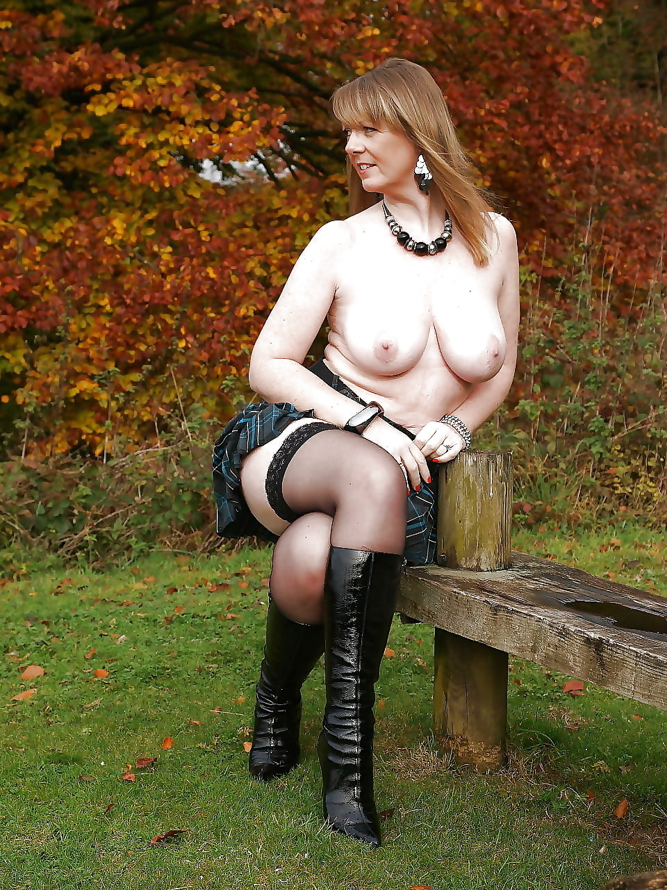 chubby-black-wife-flashing-naked-in-sexy-boots