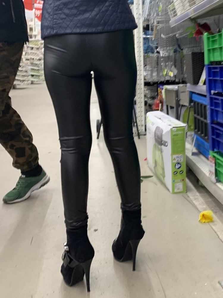 Sexy mature in latex