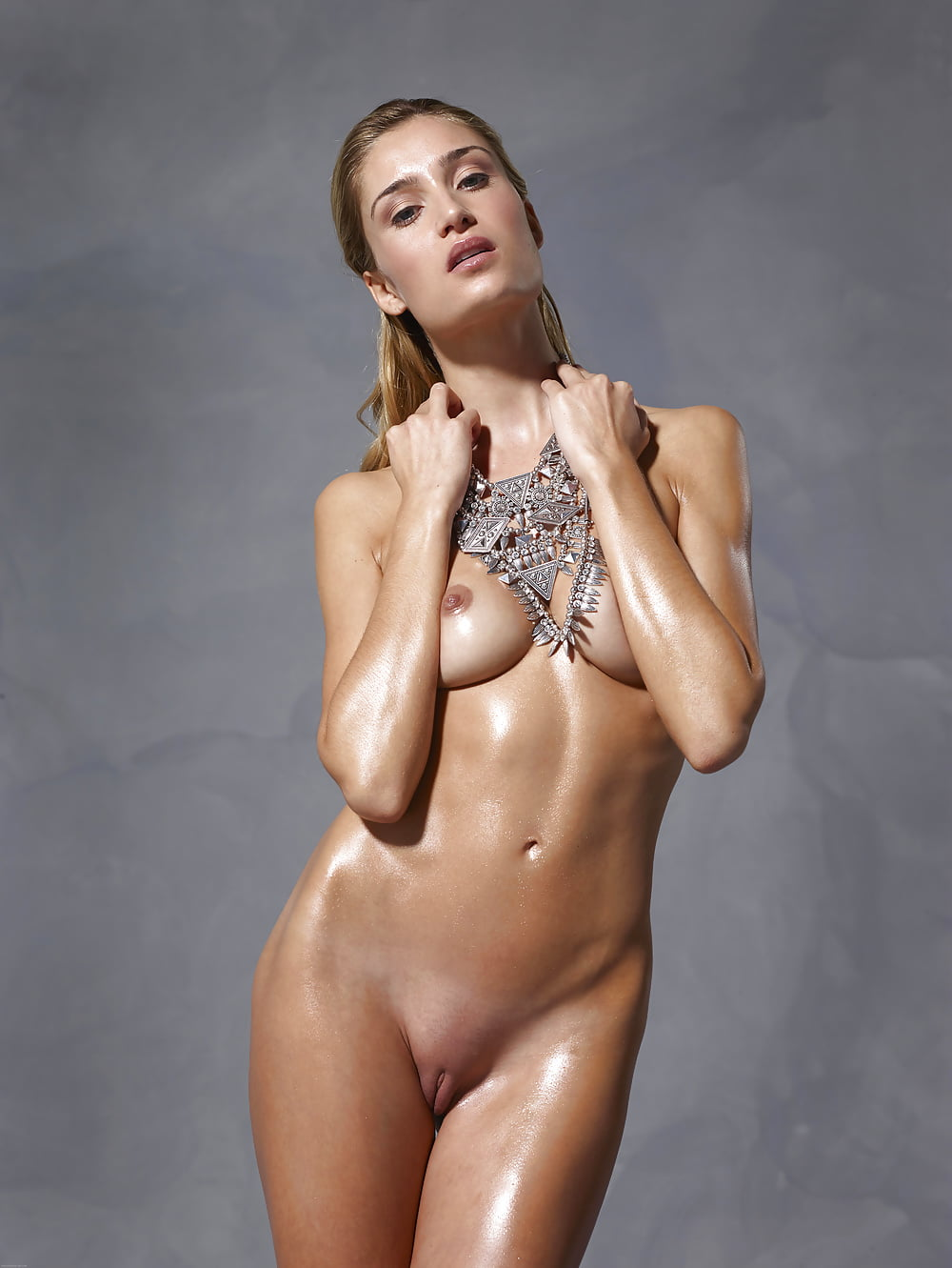 Top model nude pic, girl forced at concert