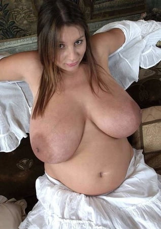 Christina aguilera shows pussy