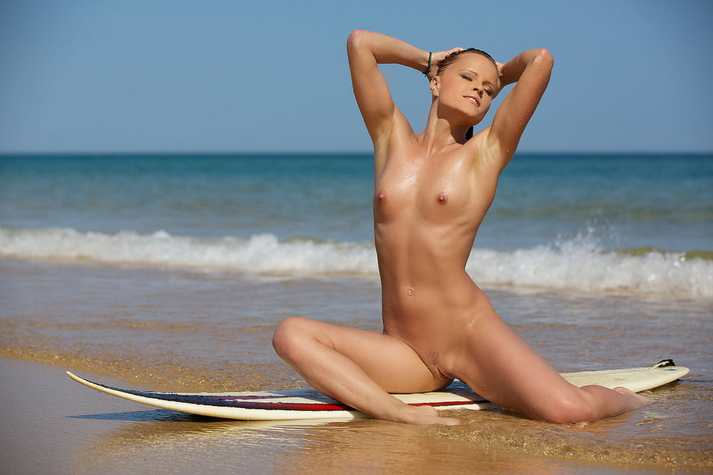 Hot surfer girl galery mobile optimised photo for android iphone