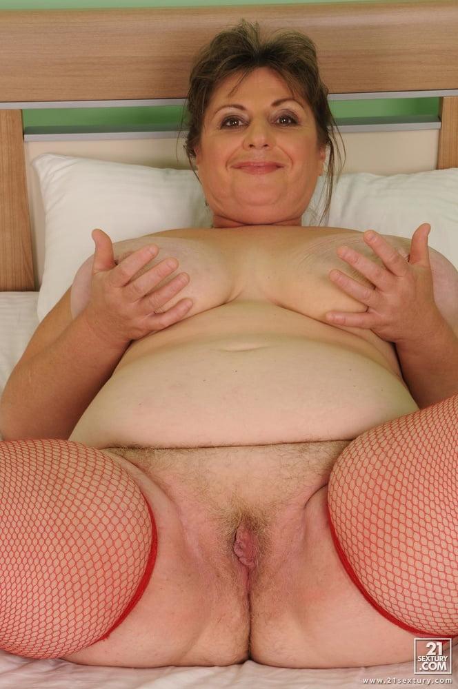 никому взрослая полная женщина с вагиной велик самый