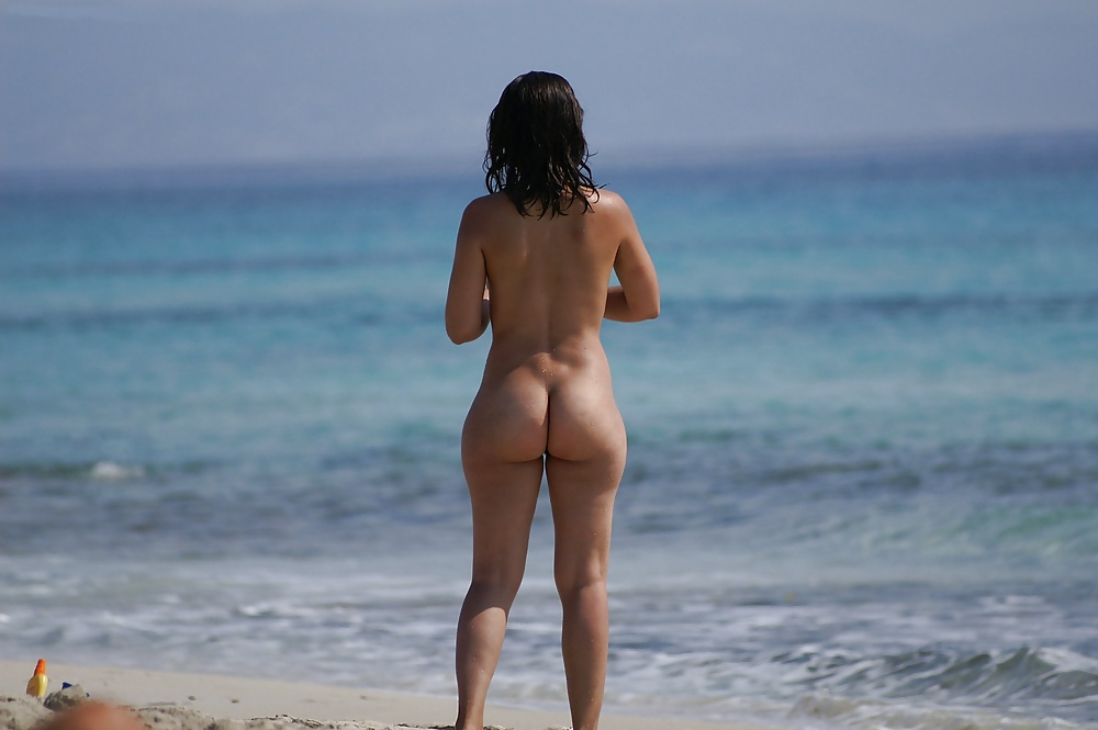 water-girls-candid-naked-butts
