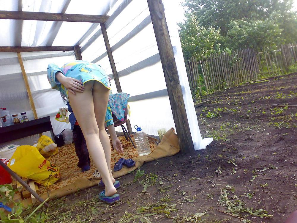 порно домашнее скрытая камера в огороде - 6