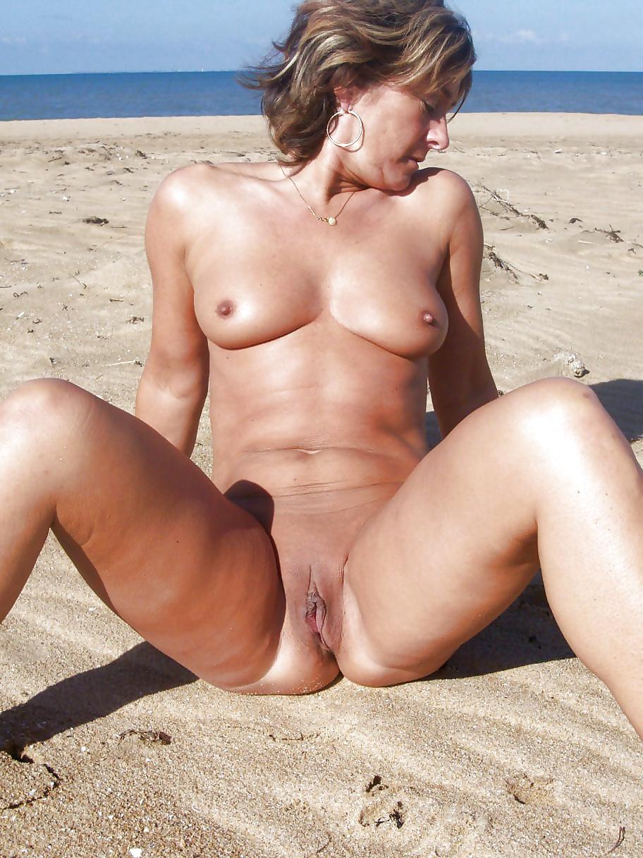 зрелое порно на море мяч продолжает свой
