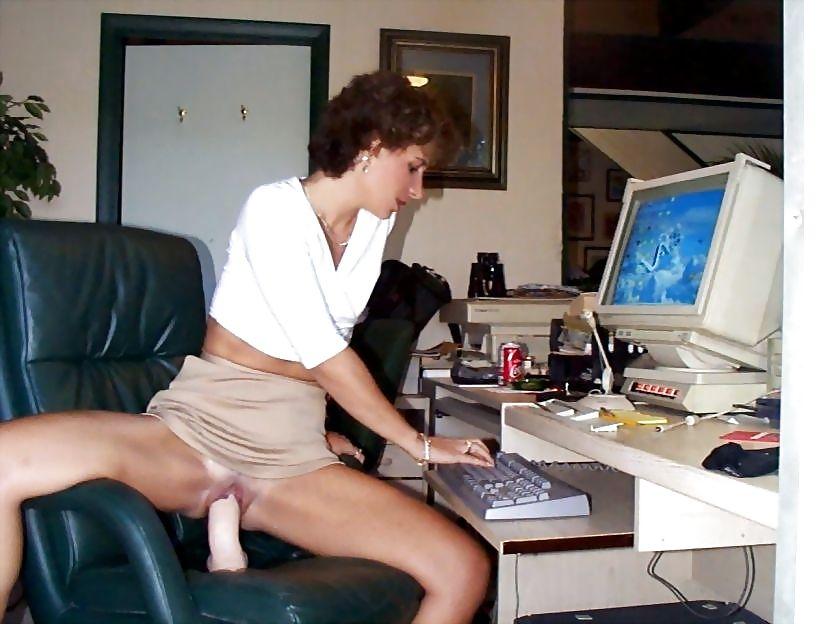 девушка мастурбирует на работе онлайн очень скоро женщина