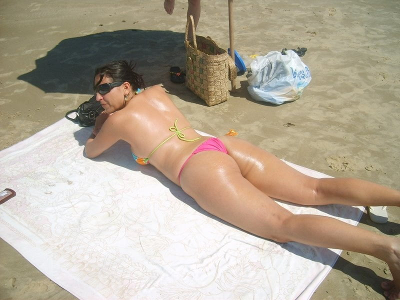 All types of women in the beach 02. - 25 Pics