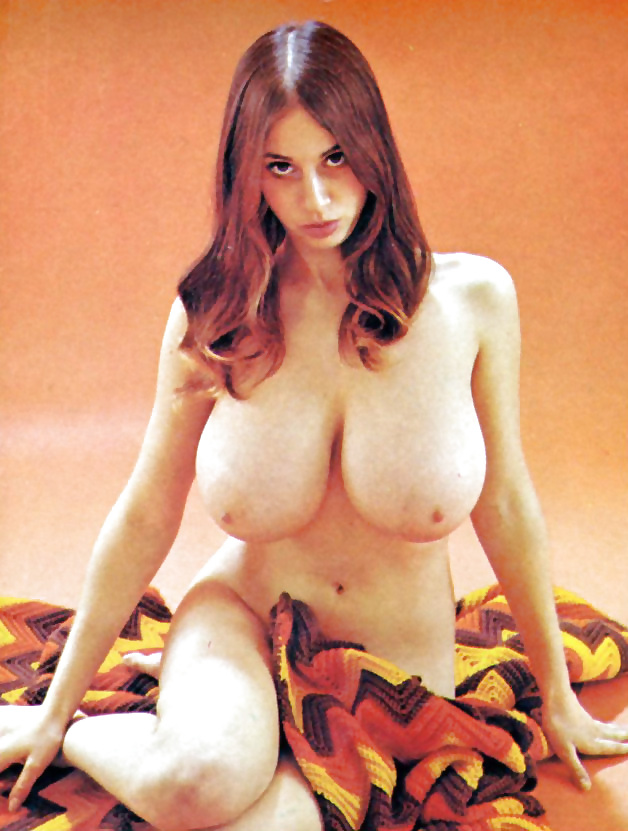 arlene-martel-nude-pics-maximum-clevege-bikini