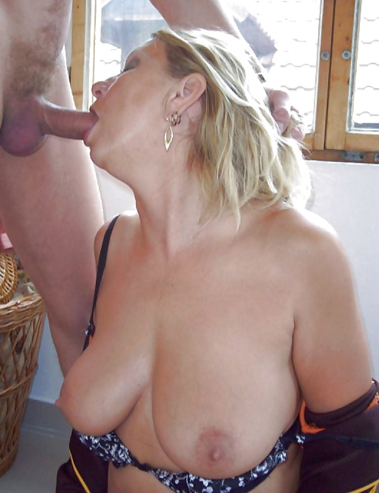 Min Kindafamily Mom Pounding Aunt In The Deepthroat And 1