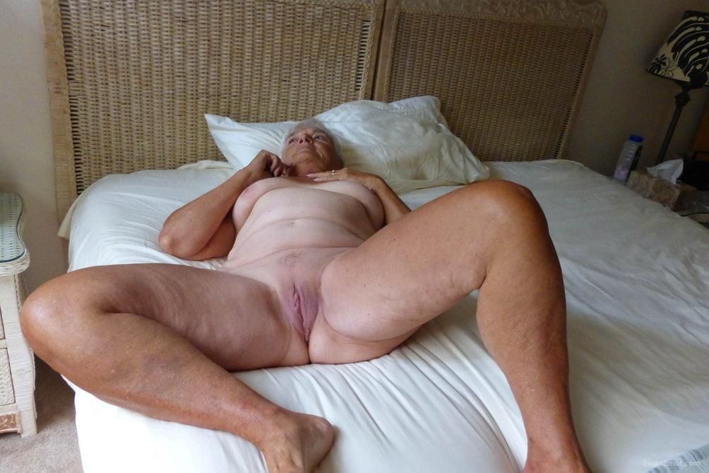 Granny bed moms porn