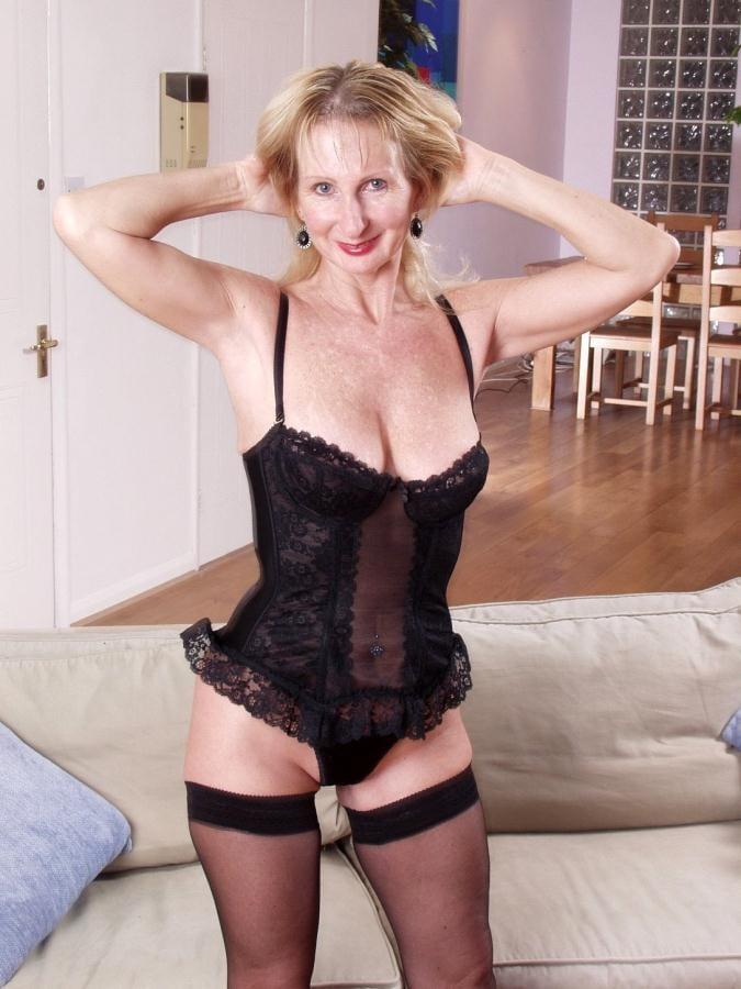 Naked Older Women Porn Galery