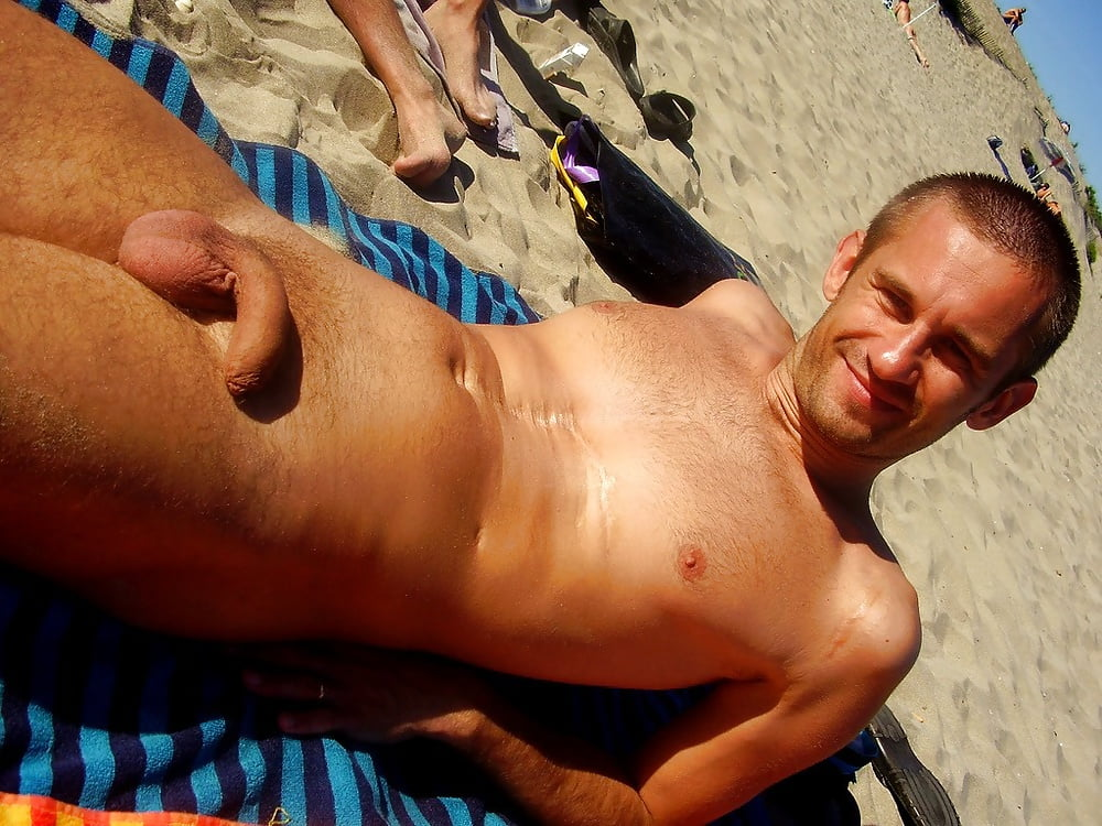 guy-tanning-naked