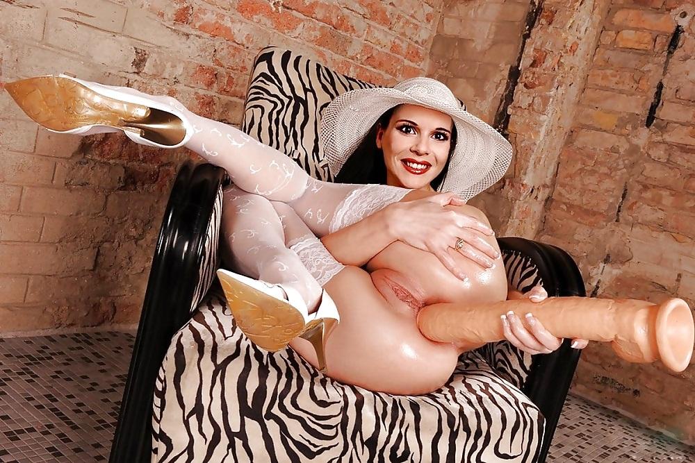 девушки в шляпках порно оказывается