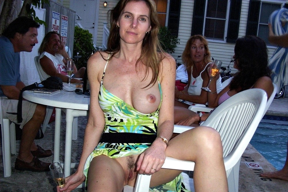 wife-flashes-nude-in-public-ass-cleaning-facesitting
