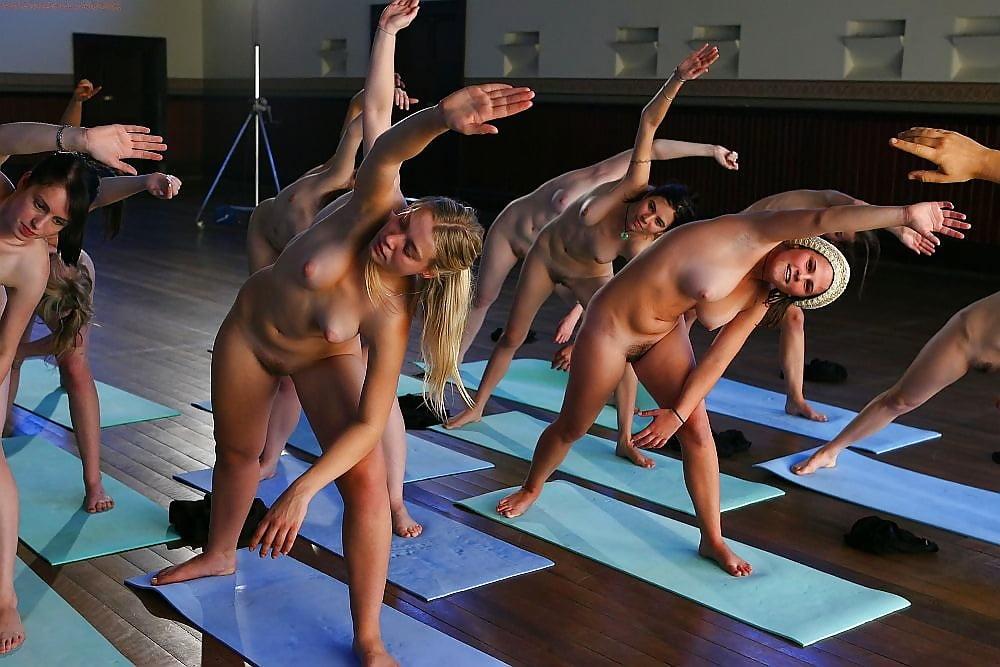 голенькие гимнастки на тренировке природа