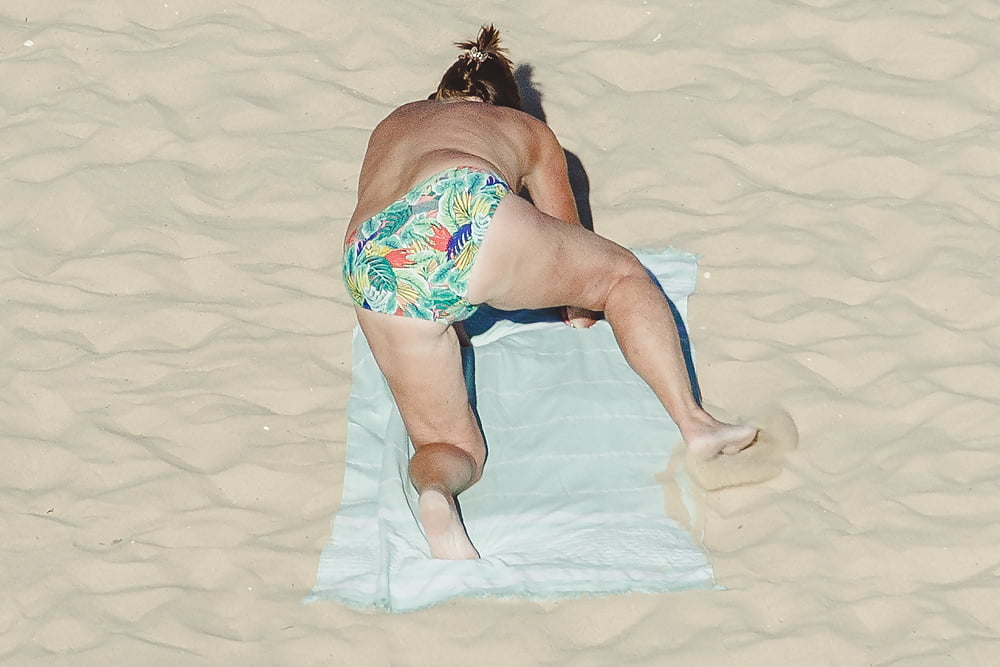 Naked old men on the beach-5246