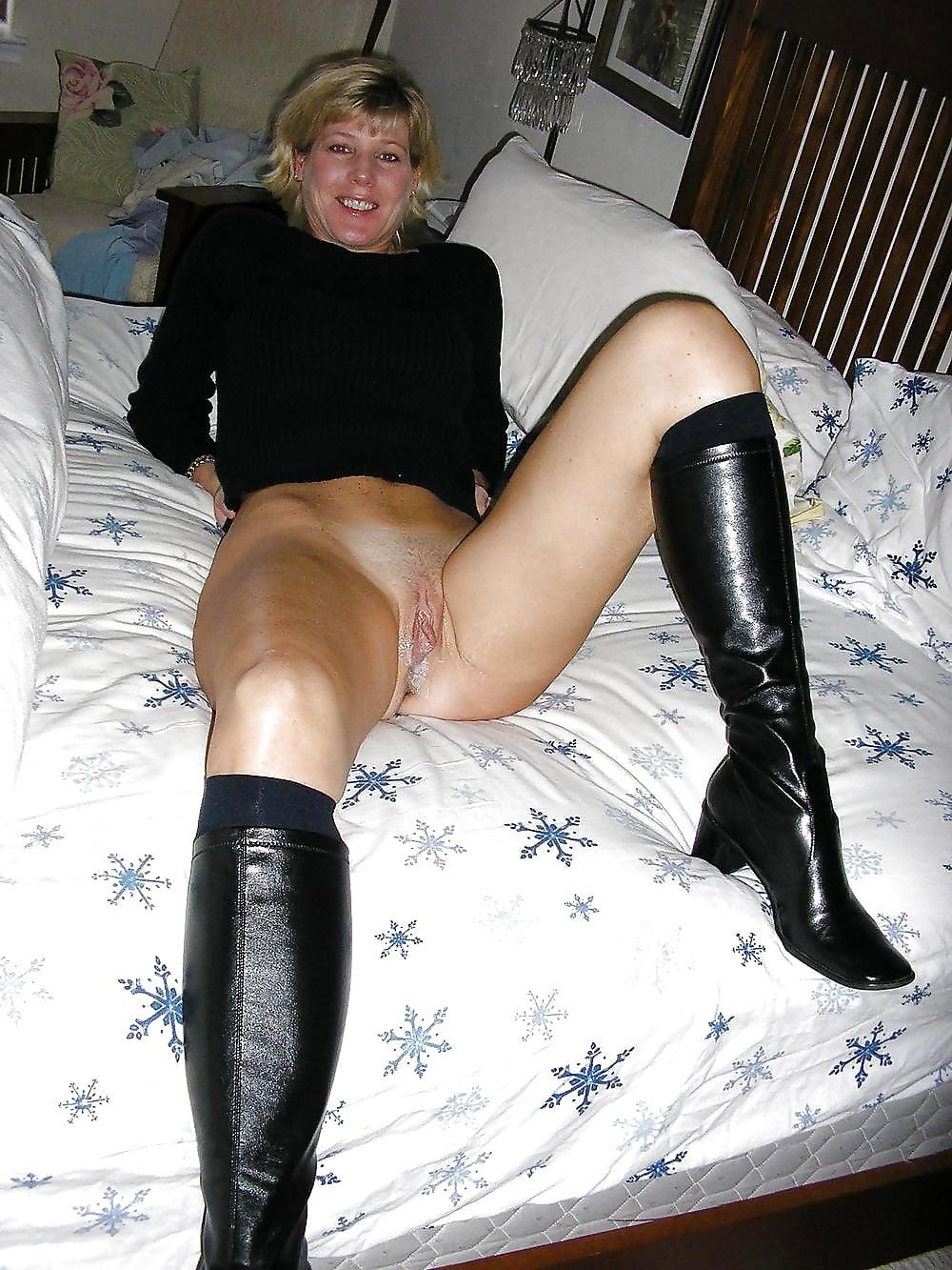 фото зрелых женщин ню в сапогах подсказала стал клитор