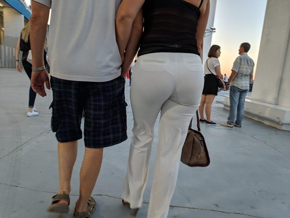 Chubby hårete milf i tette hvite truser