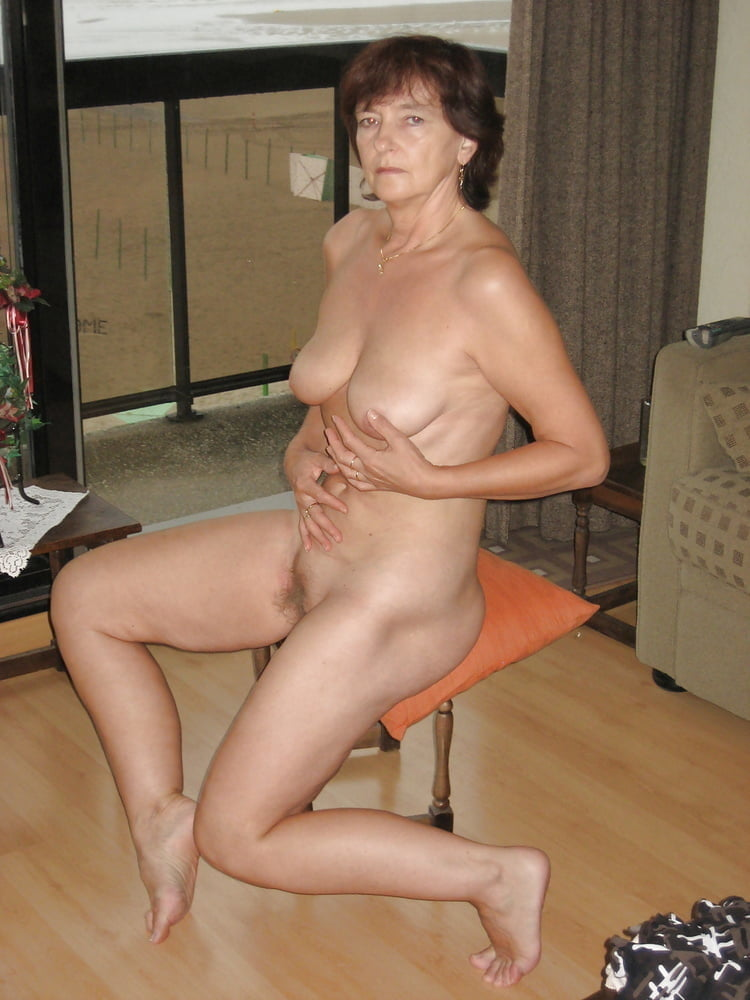 Older wife huntingtdon smyth naked in stockings