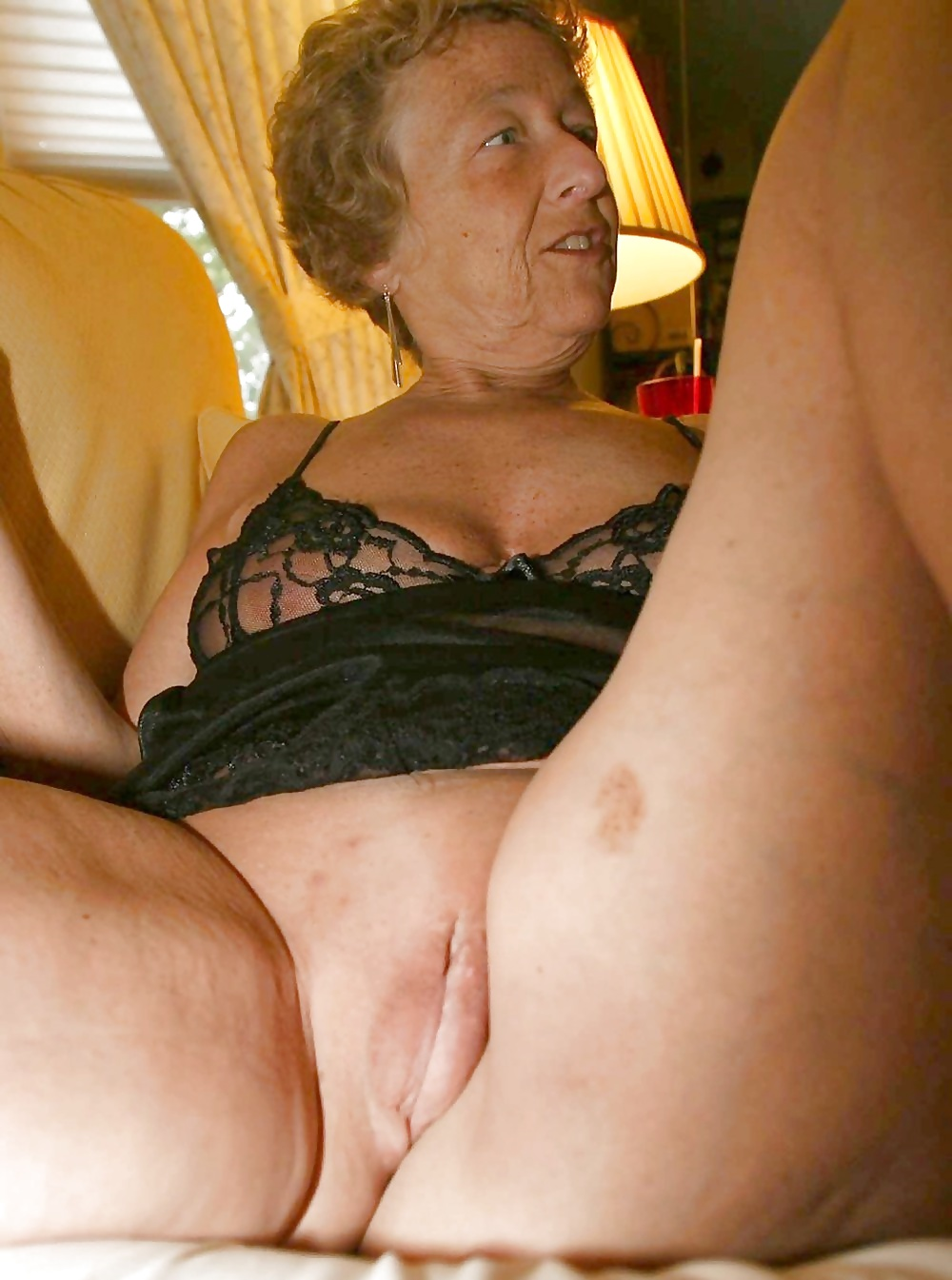 oma-pussy-thumbs-naked-asian-tomboy-pussy