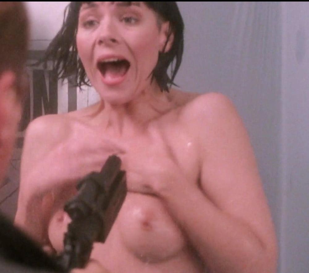 Спит муж кэттролл ким видео голая фото девок бане