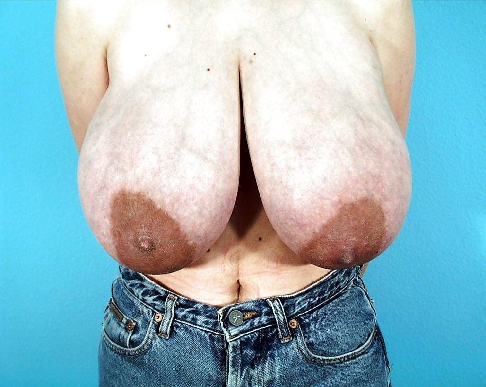 Самые огромные женские соски в мире