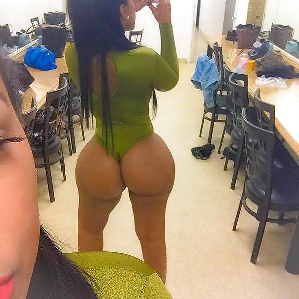Ebony booty in panties-5263
