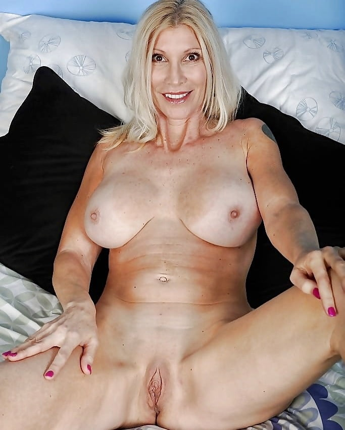 nude-cowgirl-blonde-mature-sexy-woman