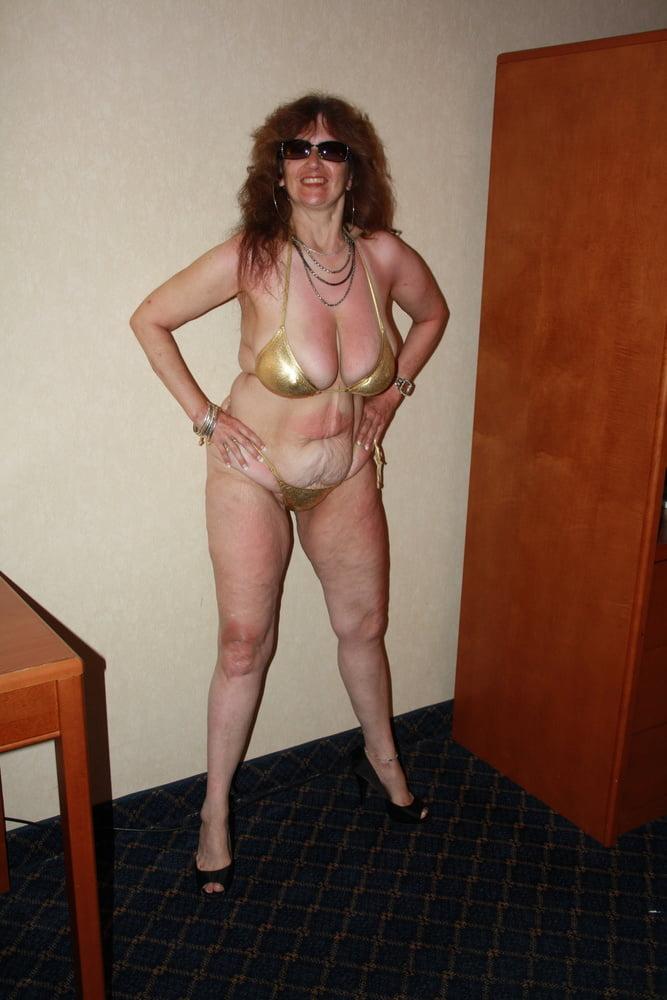 Mature women in skimpy bikinis-7292