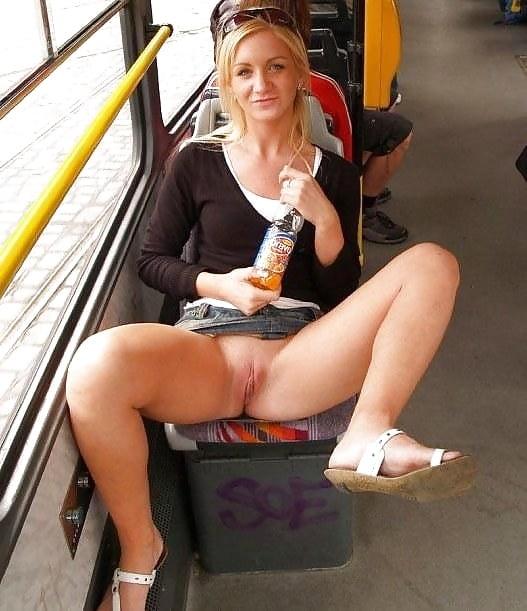 Ню сидячий апскирт в транспорте онлайн