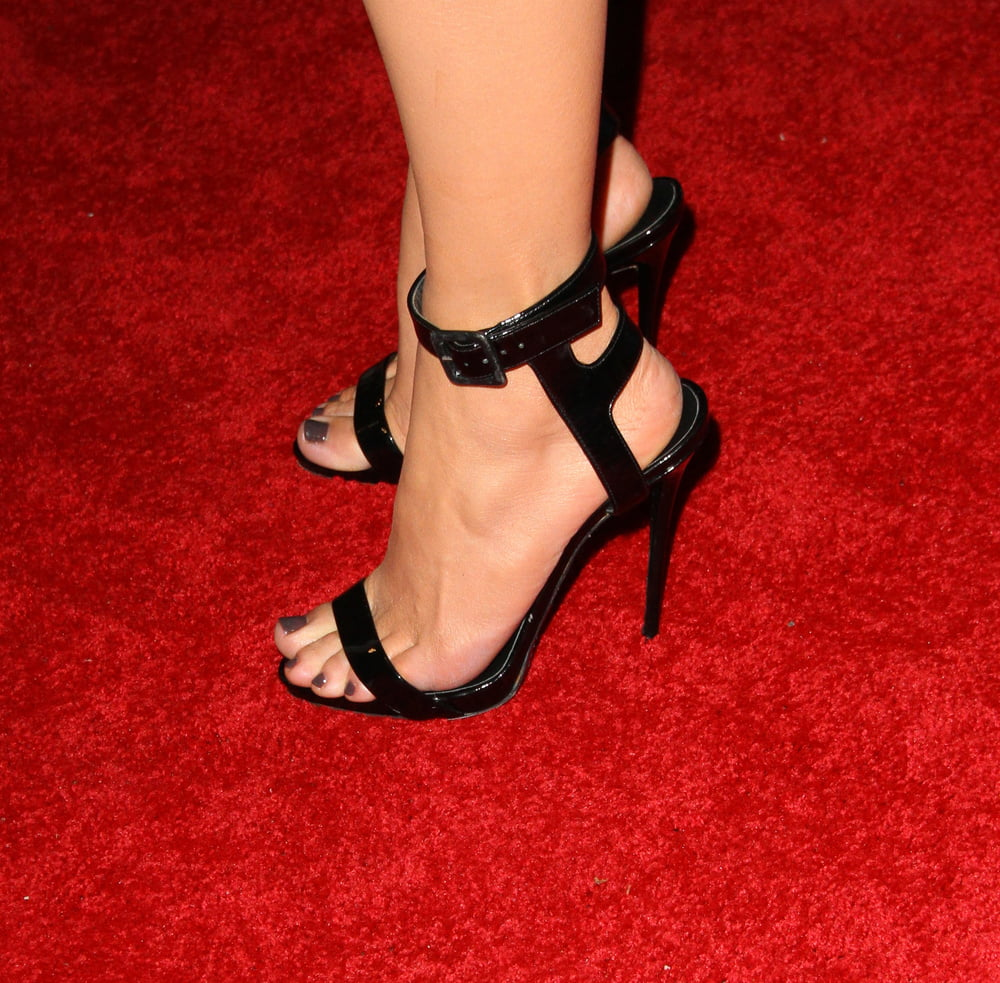 jlo feet