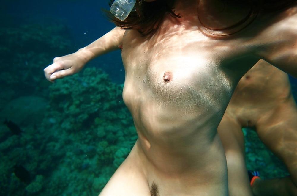Enjoy Roxalana Underwater Naked In Pool
