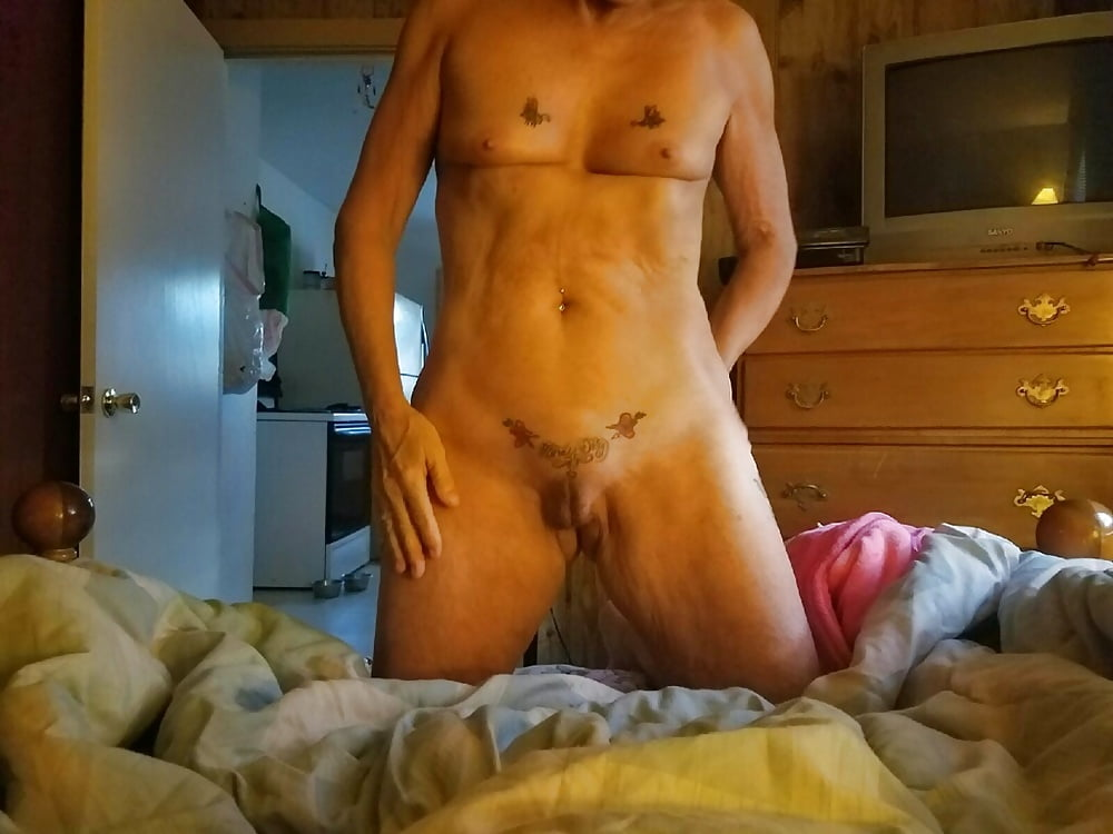 Virginia fills her loose pussy with huge coca cola cans - 1 7