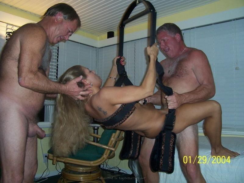 Sexy babes threesome-6317