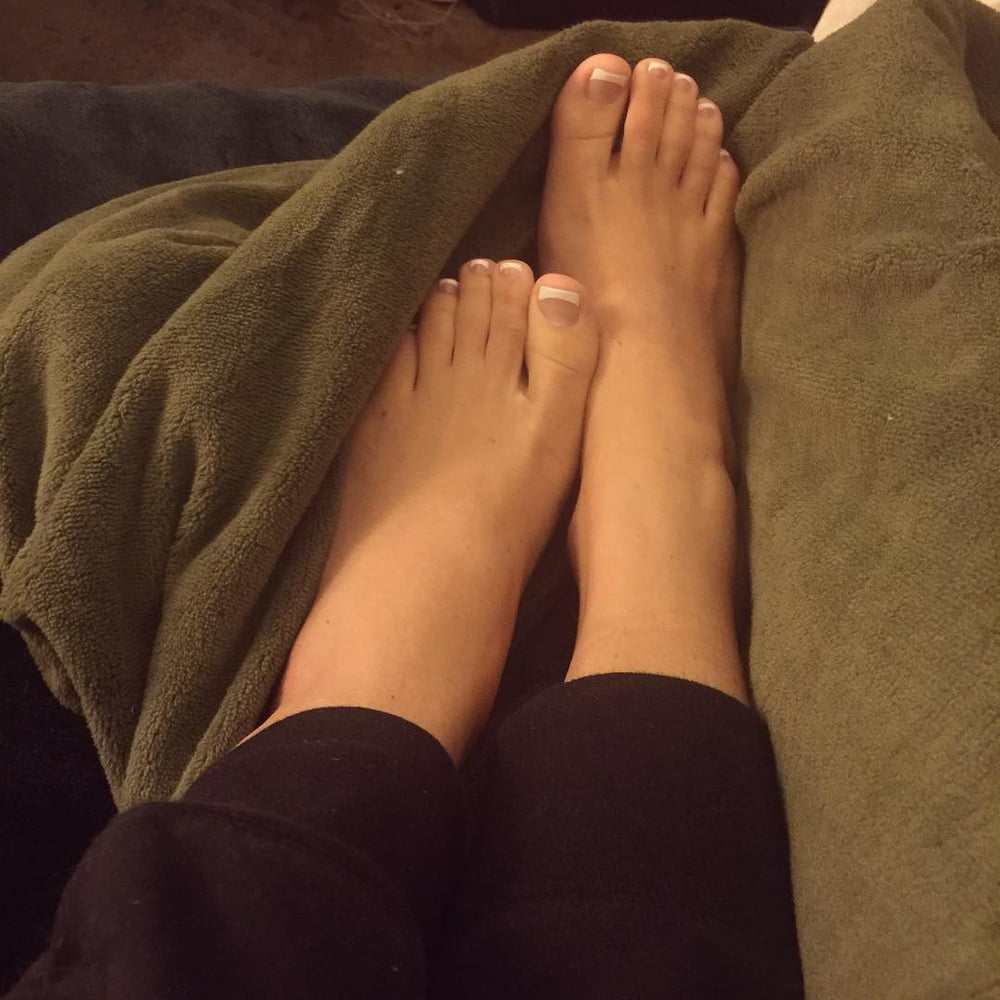 Naked women and feet