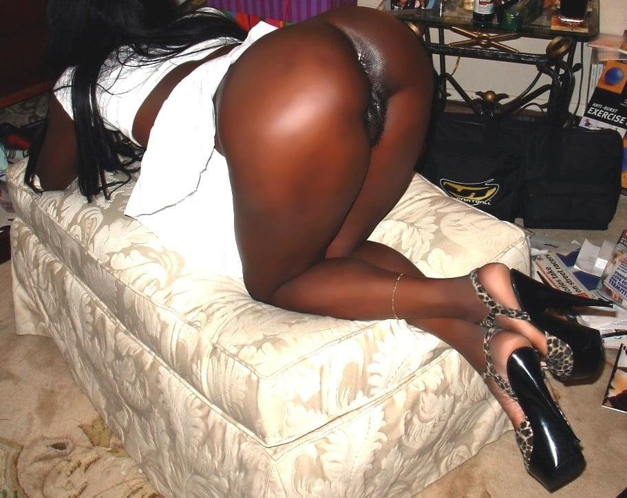 Dark black girl nude-9332