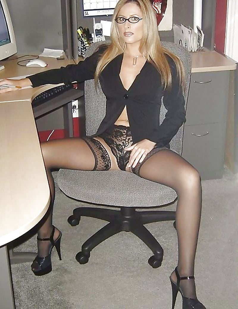 girls-upskirt-secretary-desk-girls
