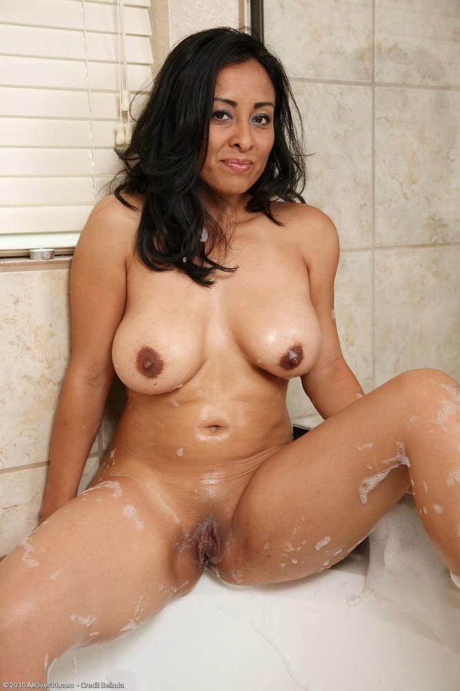 Naked Young Venezuelan Milf Marie 1
